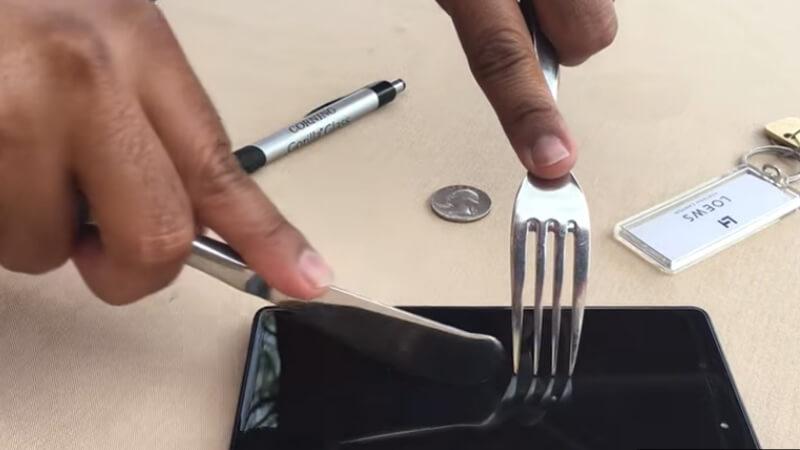 Kiểm tra mặt kính điện thoại Samsung